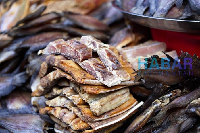 dried fish 4035638 1920