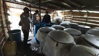 Polisi Gerebek Lokasi Produksi Miras 1000 Liter.