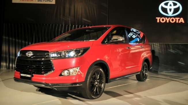 Toyota Kijang Innova Venturer diperkenalkan di Jakarta, Senin (16/1) [Suara.com/Insan Akbar Krisnamusi].