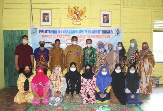 Telaga Baru Kecamatan Telaga Bauntung Kabupaten Banjar mendapat pelatihan dasar menjahit 750x512 1